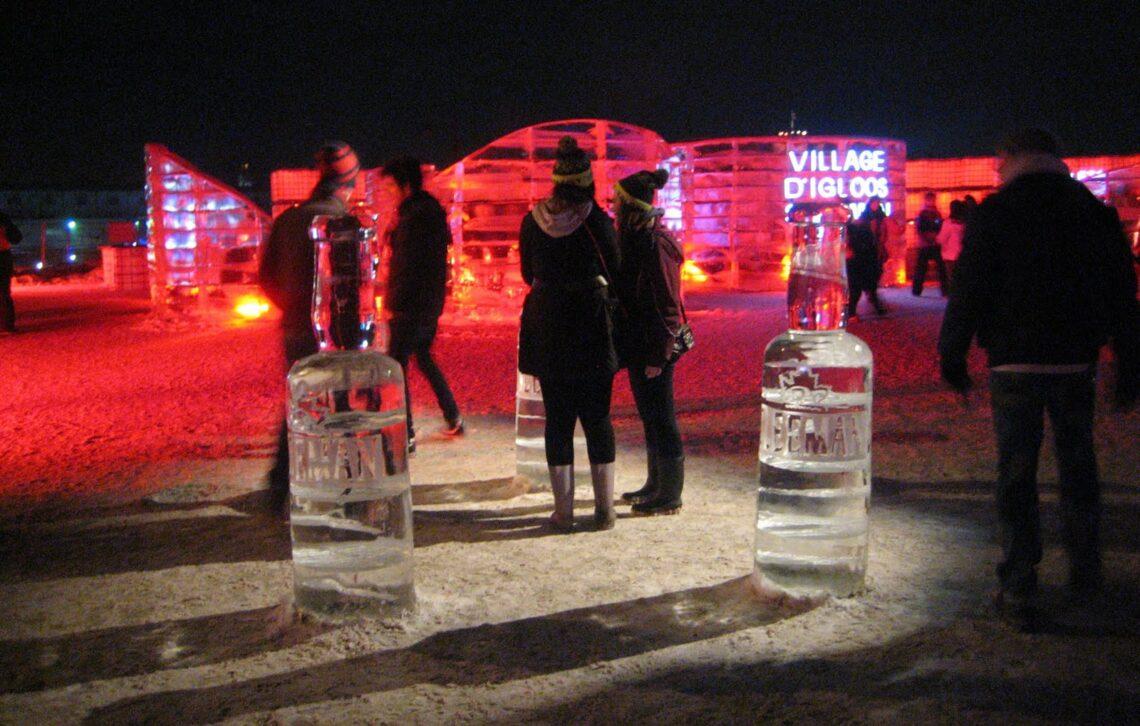 Eisbar beim Igloofest in Montreal