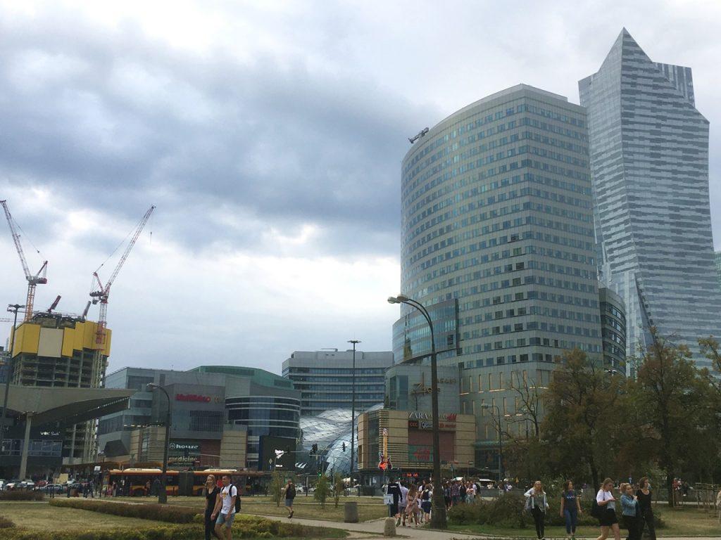 Moderne Architektur in Warschau: Das Zlote Terasy-Einkaufszentrum