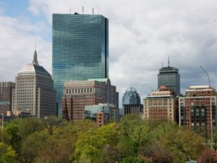 Hochhäuser überragen den Boston Public Garden