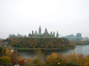 Ottawa Parlamentshügel im Regen