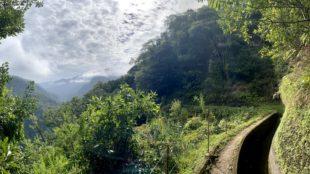 Ausgangspunkt der Levada da Ribera da Janela Wanderung: Hütte am Bewässerungskanal