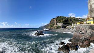 Blick übers Meer auf Madeira & Ponta do Sol